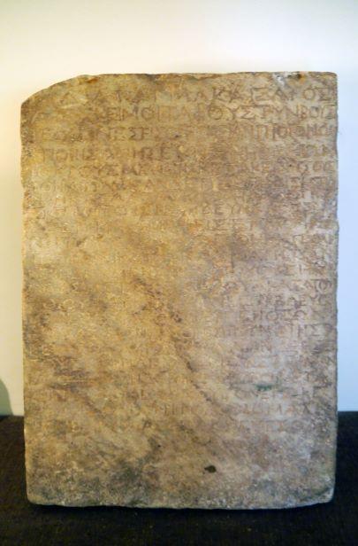 1세기에 선포된 황제의 포고문을 담고 있는 '나사렛 비문'은 무덤에서 시신을 훔치는 자는 누구든지 사형에 처한다는 내용을 담고 있다. (사진 출처 : Poulpy / Wikimedia Commons / CC-BY-SA-3.0)